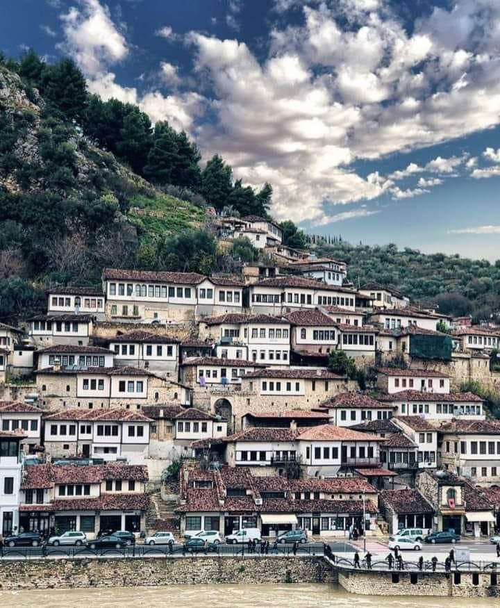 panorama case Berat